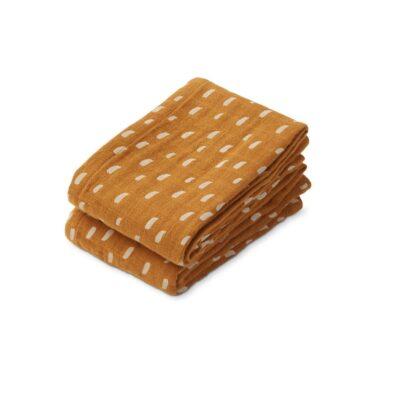 De LIEWOOD Lewis Muslin Cloth – Graphic Stroke Golden Caramel. Dit is een fijne set van 2 zachte hydrofiele doeken van Liewood!